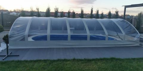 polukruzni teleskop zimski prekrivač za bazen sa aluminijumskom konstrukcijom i providnom folijom